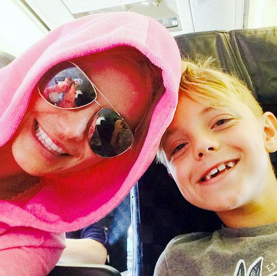 Jayden a Sean mají na dovolené maminku jen sami pro sebe.
