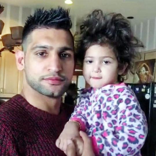 Amir Khan se svou dcerou Lamaisah