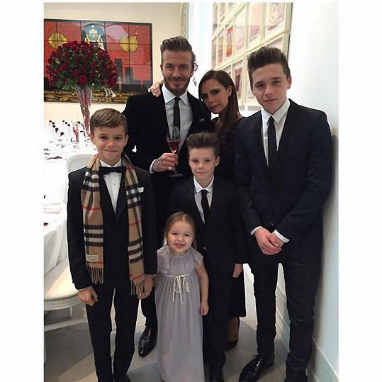 David Beckham a Victoria Beckham mají Brooklyna, Cruze, Romea a Harper.