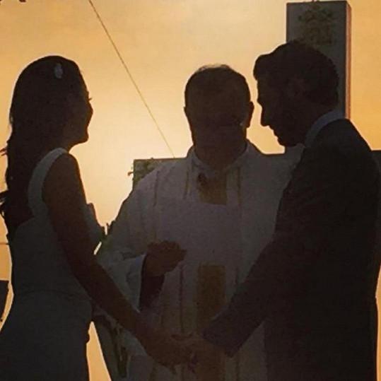 Dvojice si řekla ano při západu slunce.