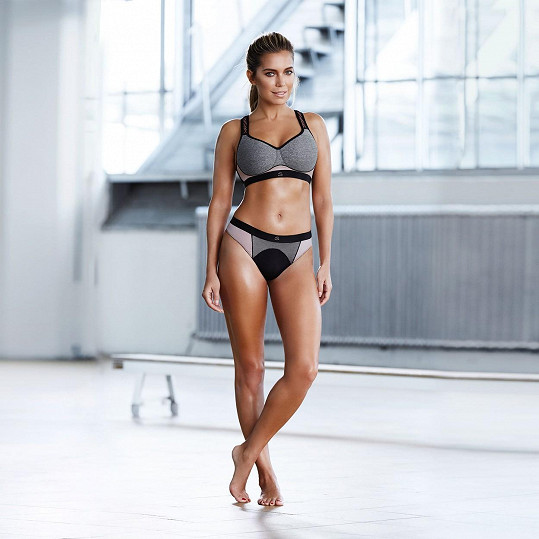 37letá modelka vypadá báječně. Svou sportovní řadu sama zúročí, podle jejího instagramového účtu je v posilovně pečená vařená.