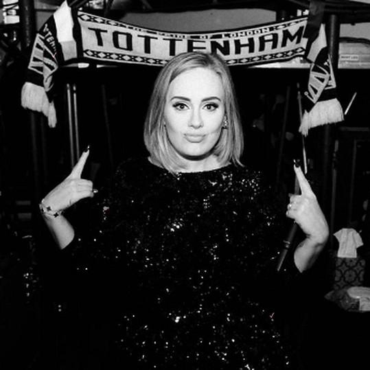 Adele si prý našla rodáka z Tottenhamu.