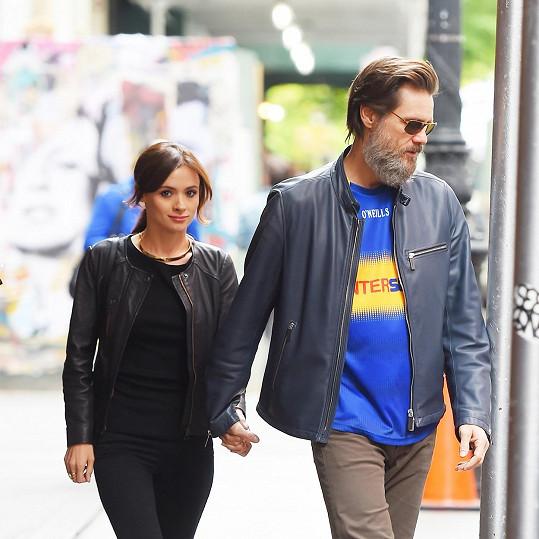 Jim Carrey s Cathrionou White, která si vzala loni v září život.