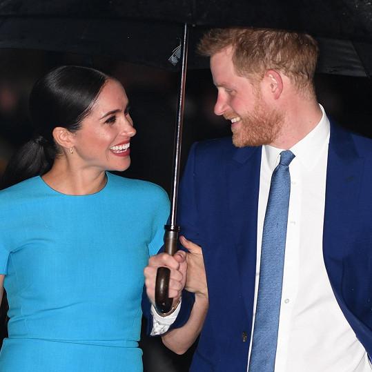 Harry a Meghan chtějí syna vychovat v úctě ke královské tradici, ale mimo zraky veřejnosti.