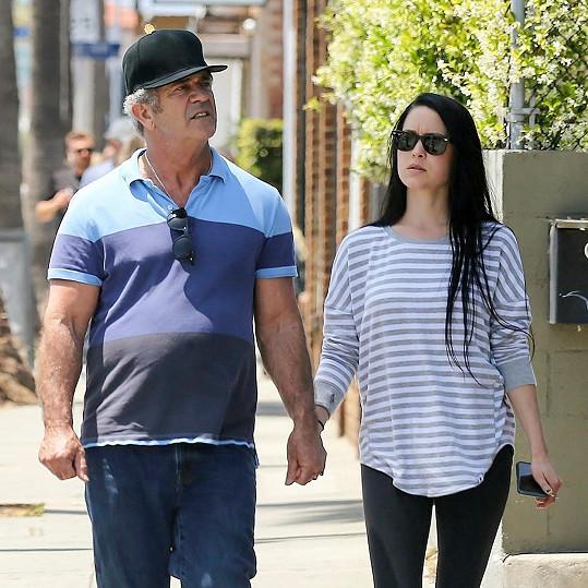 Mel Gibson a Rosalind Ross mají čtyřměsíčního syna.