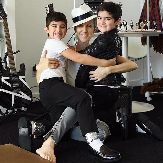Céline se svými dvojčaty