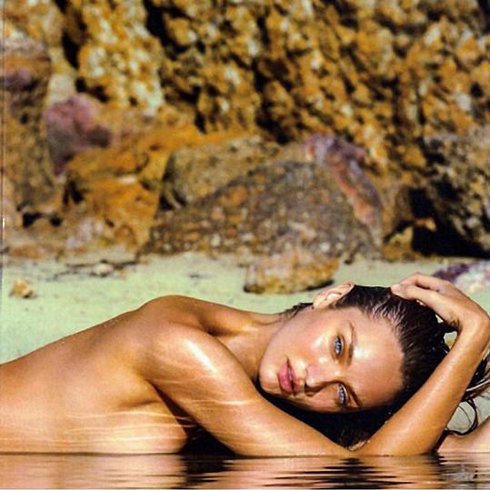 Candice Swanepoel odhodila plavky stranou...