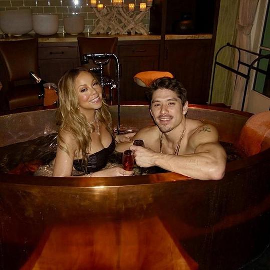 Mariah se na Valentýna pochlubila mladým milencem.