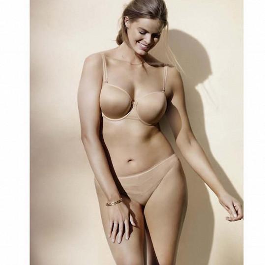 Modelka v jedné ze svých mnoha kampaní na spodní prádlo