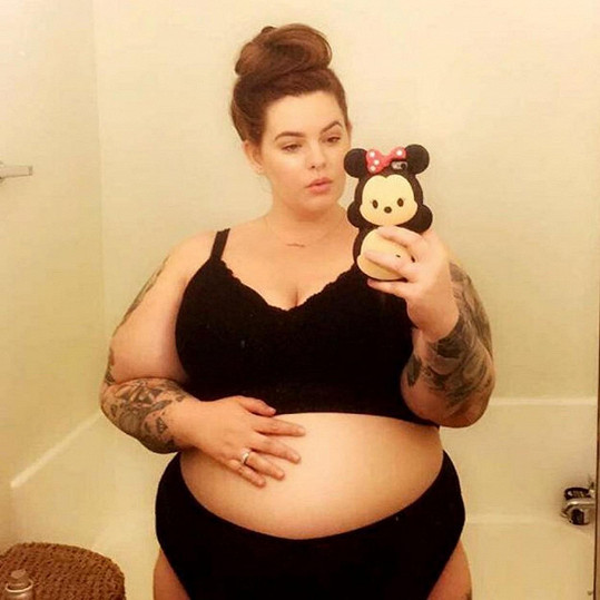 Tess je těhotná.