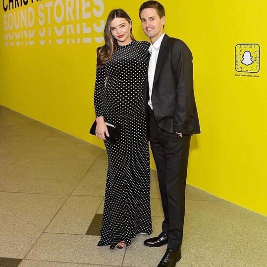 V říjnu se stala potřetí maminkou i modelka Miranda Kerr. Má už druhého syna se zakladatelem Snapchatu Evanem Spiegelem. K ročnímu Hartovi tak přibyl Myles. S Orlandem Bloomem má syna Flynna (8).