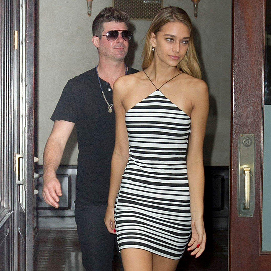 Robin Thicke má dnes s April Love Geary dceru.