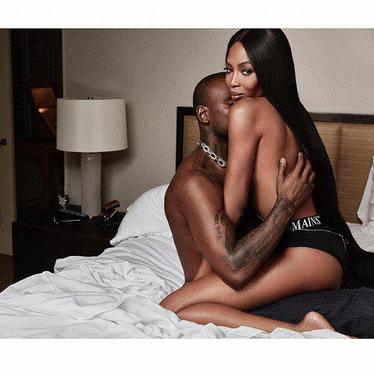 Naomi fotkami pro GQ potvrdila vztah se Skeptou.