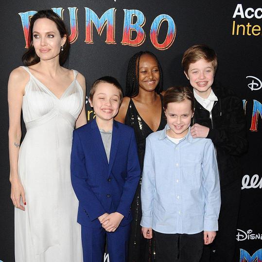 Angelina Jolie s dětmi na premiéře rodinného snímku Dumbo