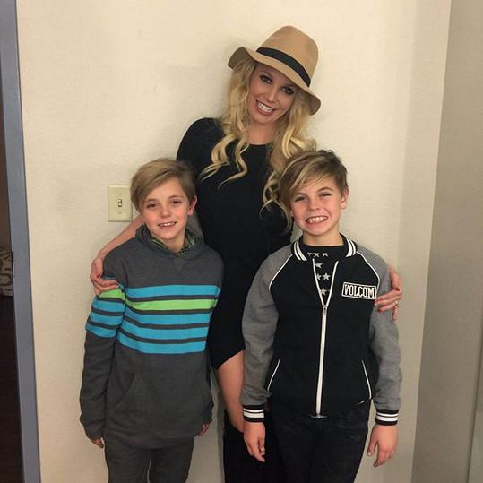 Britney Spears je spokojená i bez partnera.