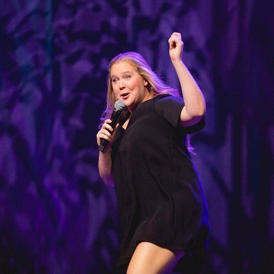 Schumer je populární stand-up komičkou. Se svou show jezdí po celých Státech. Teď ale musí zvolnit.
