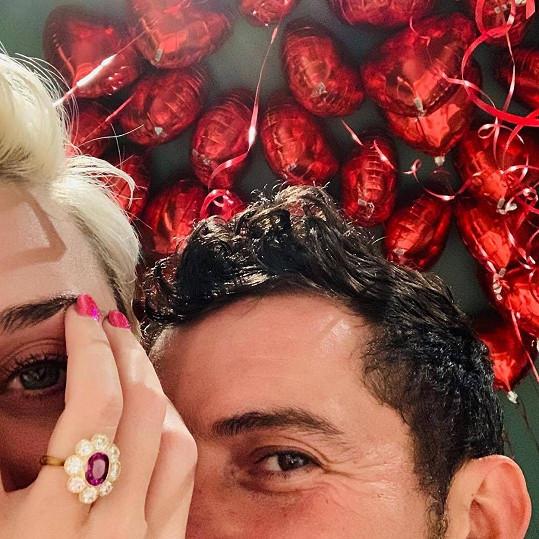 Na sv. Valentýna dostala od Orlanda Blooma prsten Katy Perry.
