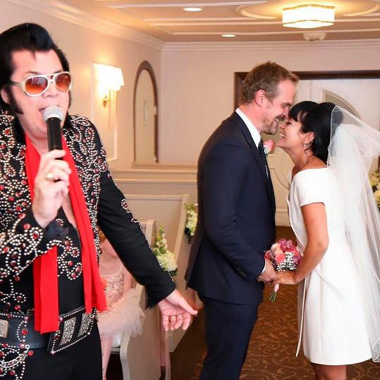 Vyrazili do Vegas a oddal je Elvis.
