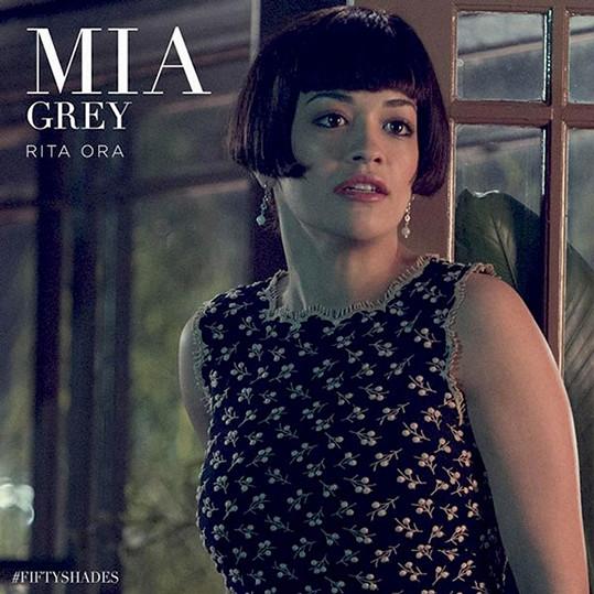 Rita Ora jako Mia ve filmu Padesát odstínů šedi