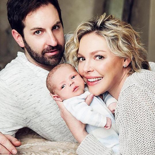 S manželem Joshem Kelleym v roce 2016 přivítali syna Joshe.