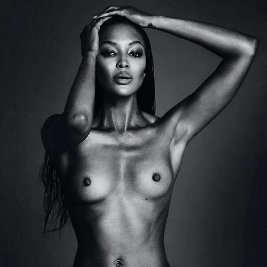 Naomi Campbell udělala své knize parádní reklamu.