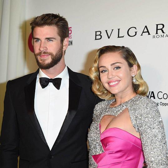Miley Cyrus a Liam Hemsworth přišli rovněž o střechu nad hlavou.