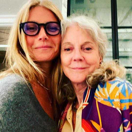 K téhle fotce napsala Gwyneth láskyplný vzkaz mamince.