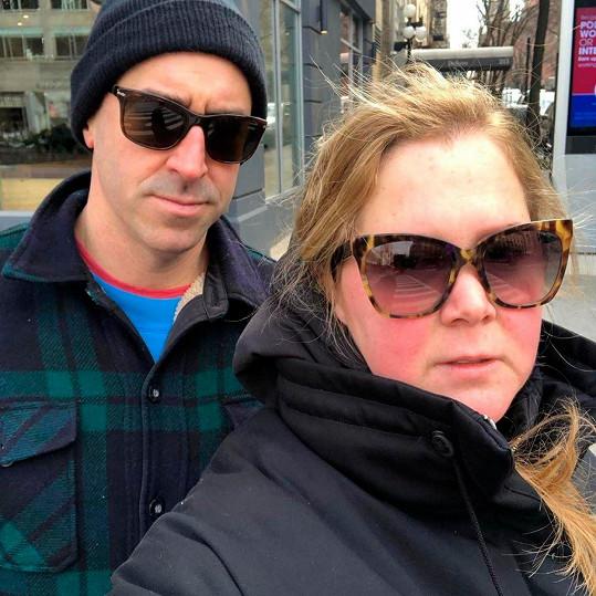 S manželem Chrisem Fischerem se snaží o druhé dítě.