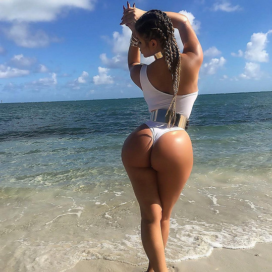 Anastasia Kvitko se stala tváří kolekce plavek.