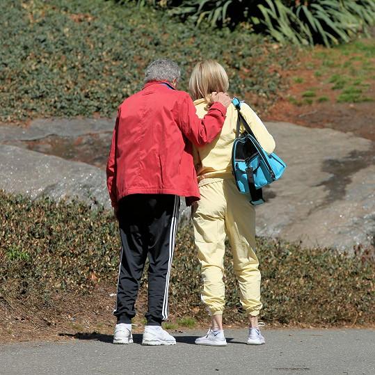 Jeho žena je pro něj oporou, kterou při boji s Alzheimerem potřebuje o to víc.