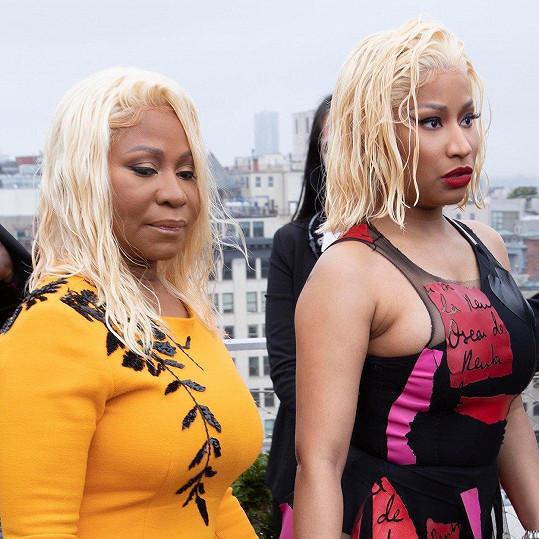 Nicki Minaj (vpravo) s maminkou Carol Maraj.