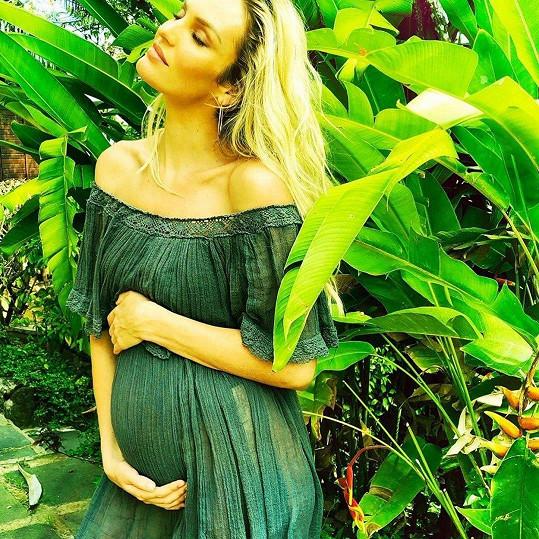 Candice bude opět maminkou.