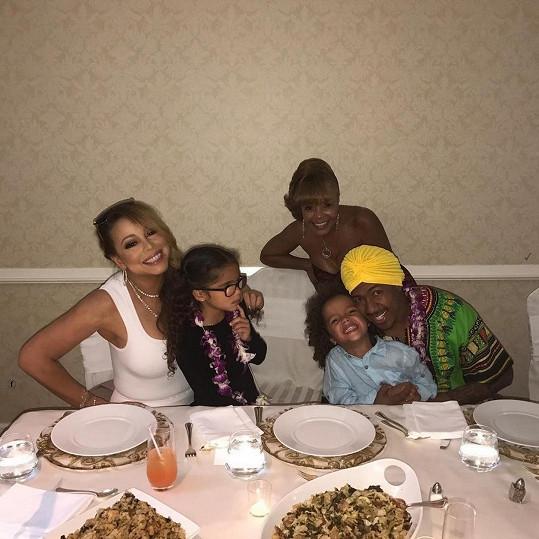 Letošní Den díkůvzdání strávil Cannon s exmanželkou Mariah Carey a jejich dvojčaty.
