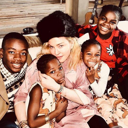 Madonna s adoptovanými dětmi