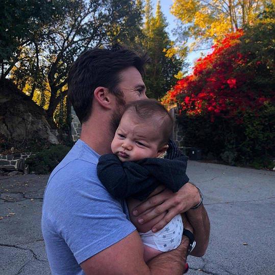 Scott se synem své sestry Francescy.