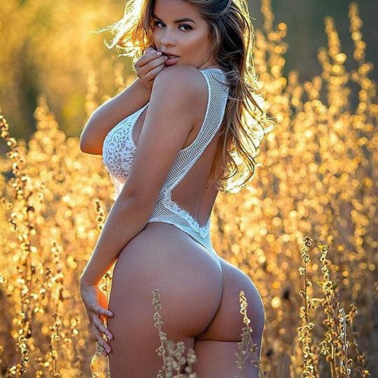 Anastasiya Kvitko je díky obřímu pozadí srovnávána s Kim Kardashian.