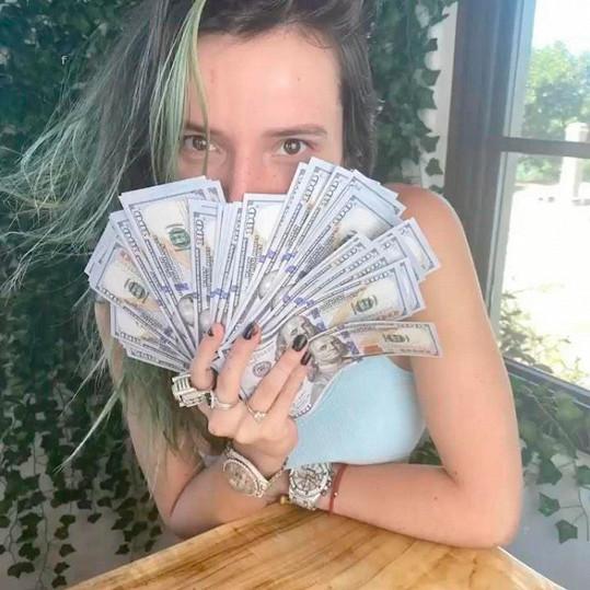 Bella Thorne si díky účtu na OnlyFans přišla na pořádný balík.