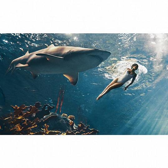 Rihanna se musela potopit k obávaným hvězdám Spielbergových Čelistí.
