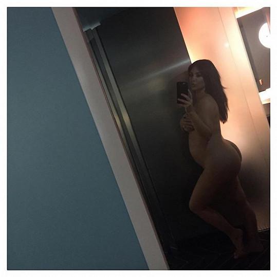 Kim Kardashian s nahotou nemá problém ani během těhotenství.