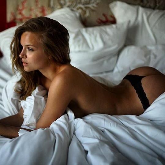 4. Ospalá dánsklá kráska, modelka Josephine Skriver, se na Twitteru pochlubila tímto lenošivým snímkem.