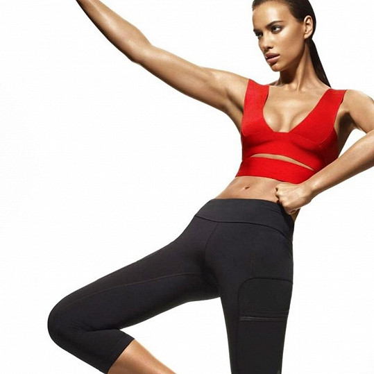 Irina Shayk ze svého těla těží maximum. Předvádí hlavně plavky, spodní prádlo a sportovní módu.