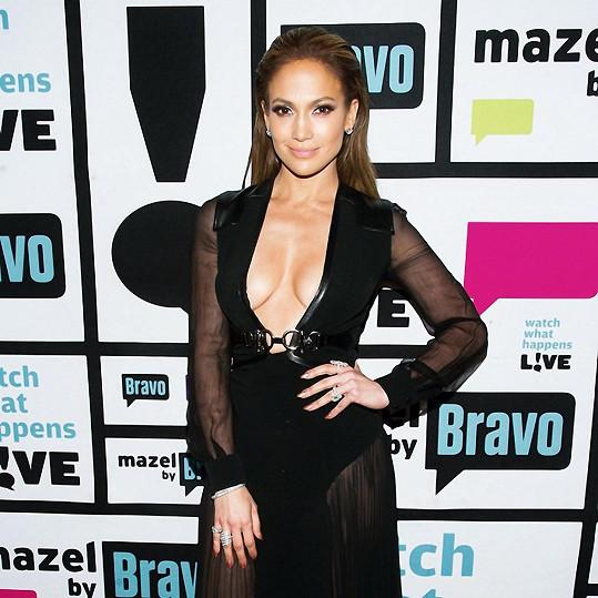 Jennifer Lopez ráda obléká sexy šaty.