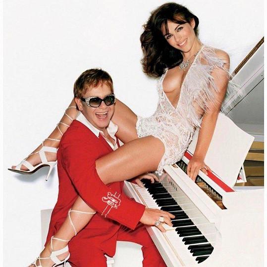 Elizabeth Hurley kdysi poškádlila Eltona Johna.
