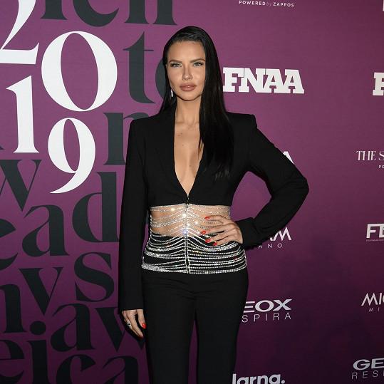 Adriana Lima nevypadá zrovna jako modelka v důchodu.