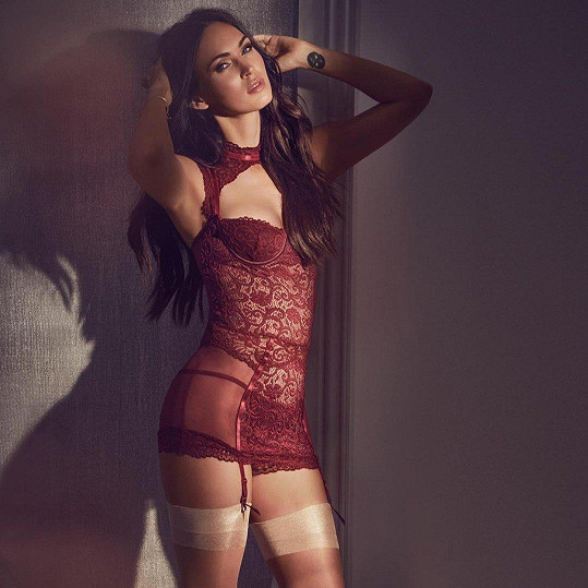 Megan Fox je v kampani pořádně sexy.