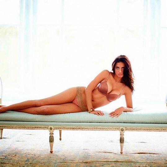 Adriana Lima se stále udržuje ve formě.