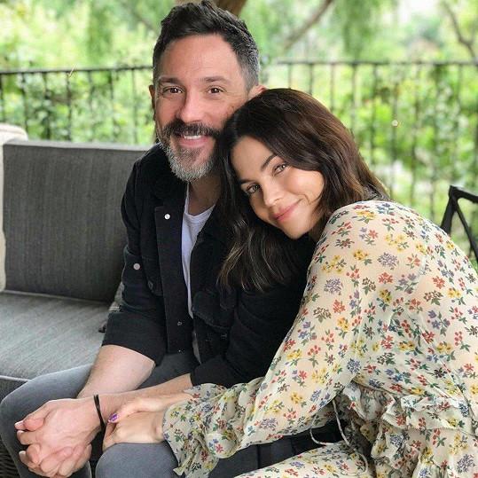 Jenna opět našla štěstí s muzikálovým hercem Stevem Kazeem.