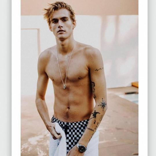 Presley má tetování poměrně v oblibě.