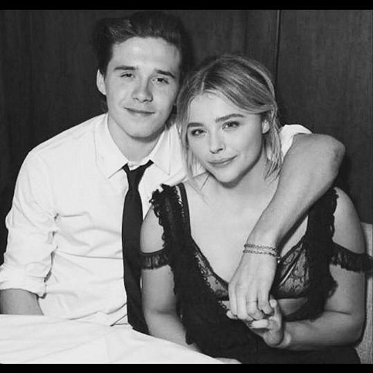 Brooklyn Beckham zažívá s Chloe Moretz první velkou lásku.