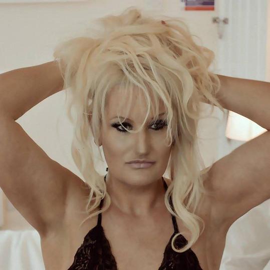 Natalie si splnila sen o vizáži sexbomby až v pokročilejším věku...
